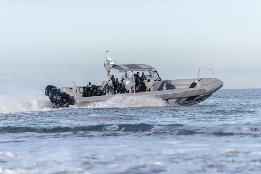 The latest edition of the LIMA defense show, held in April in Malaysia, was also the occasion chosen by the France-based company Zodiac Milpro to introduce its ZH1300 Interceptor fast assault craft to Asian customers. A platform as powerful as modular, intended to become the perfect « Swiss knife » for the ASEAN region police and military forces.