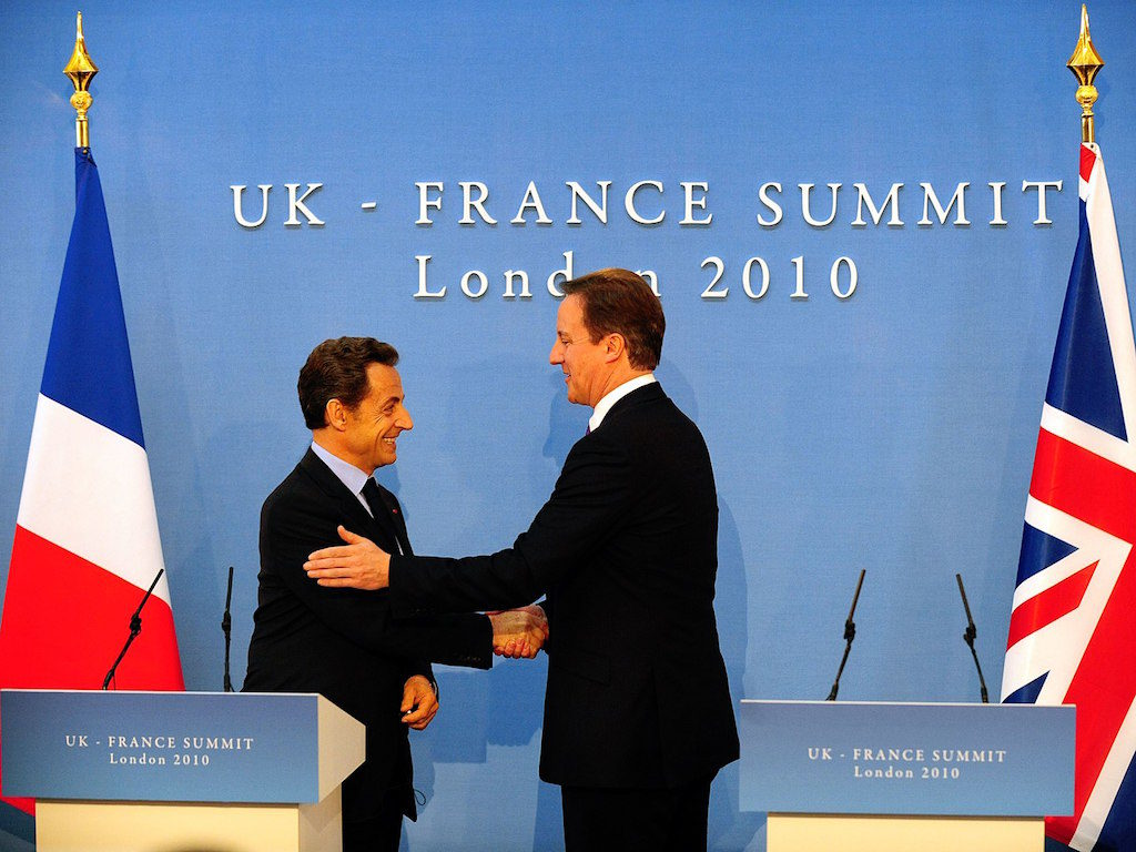 French president and British prime minister shaking hands after signing the Lancaster house agreement.