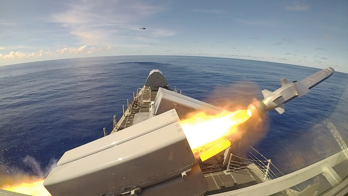 https://www.navalnews.com/wp-content/uploads/2019/10/Video-USS-Gabrielle-Giffords-LCS-10-Launches-1st-Integrated-Naval-Strike-Missile-2.jpg