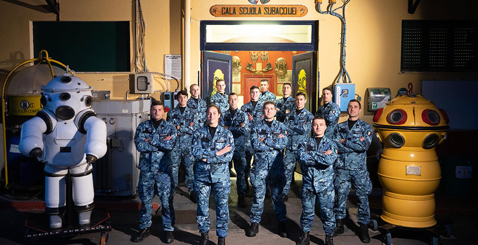 The new uniforms of the COMSUBIN. Italian Navy picture
