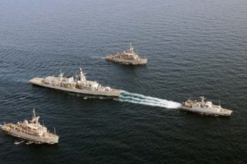 Royal and US Navies link up for Gulf mine workout
