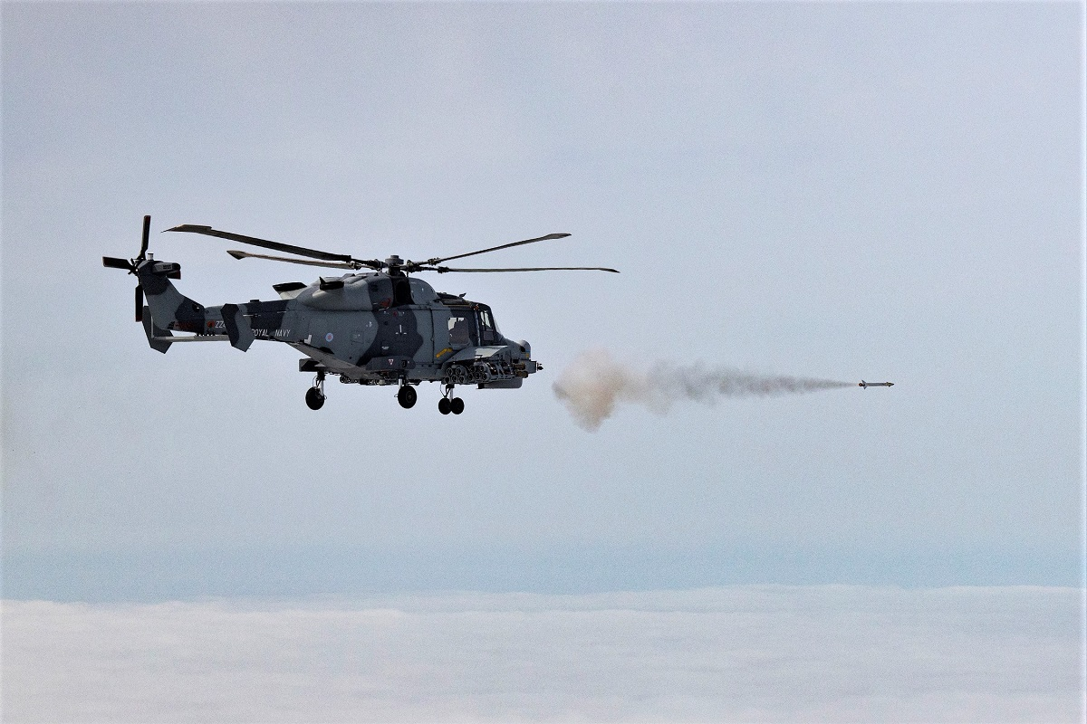 Royal Navy's Wildcat Helicopter Test-Fires Martlet LMM For the 1st ...