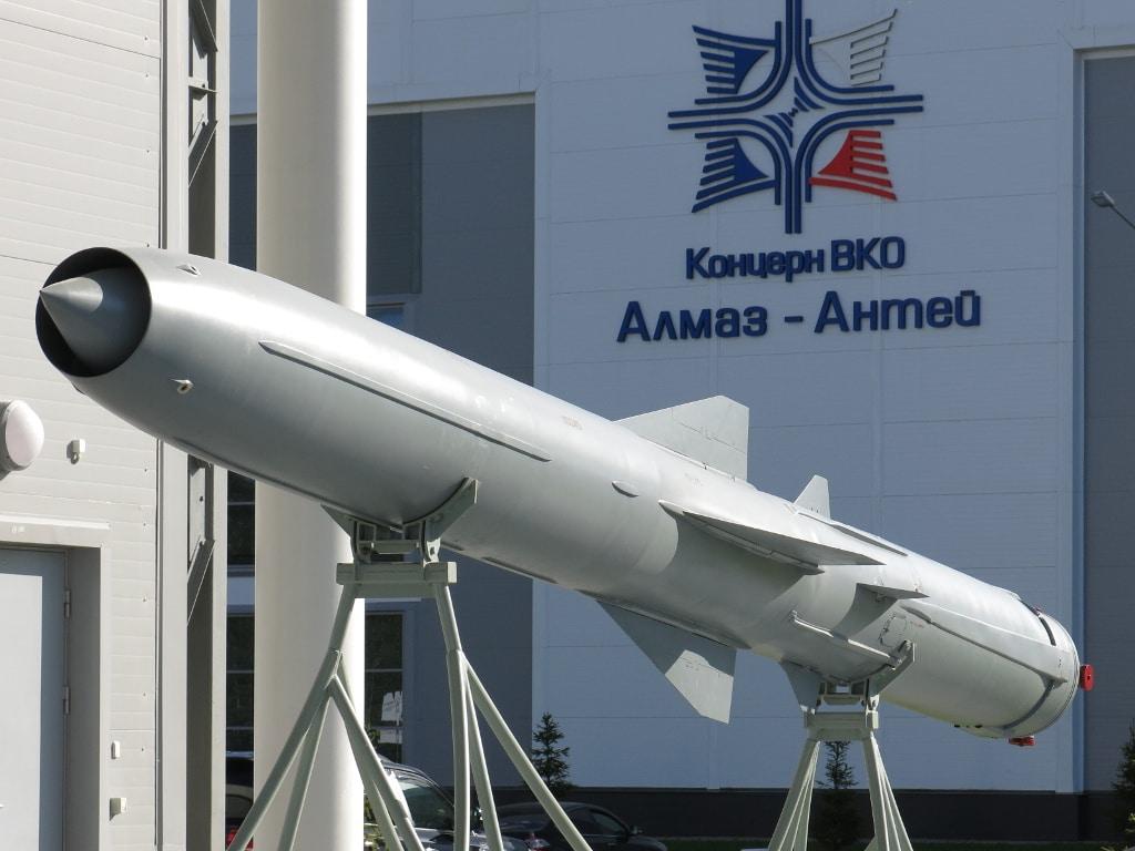صاروخ كروز الأسرع من الصوت الروسي المضاد للسفن P-800 Onyx