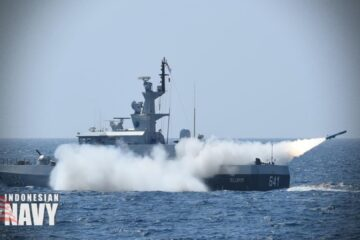 Video: Indonesian Navy KCR-40-class missile craft in Sinking Exercise