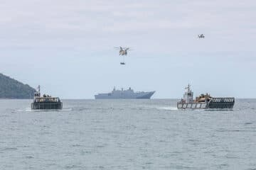 Australia Deploys For The First Time Tanks During Amphibious Exercise